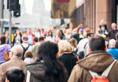 Kas yra socialinis atsiribojimas ir kaip tai gali sulėtinti COVID-19 plitimą?